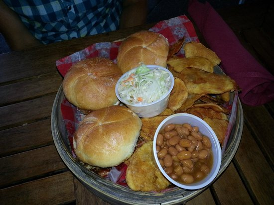 Bridge Street Bistro : Sliders with beans and chips