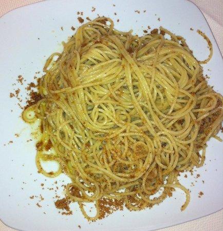 Syraka Sicilian Restaurant: spaghetti con mollica e acciughe
