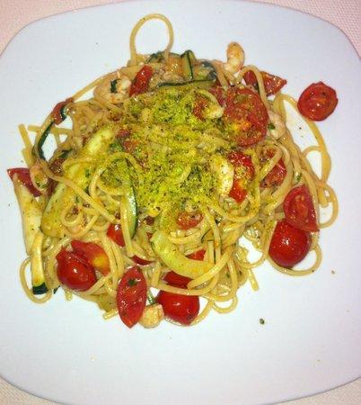 Syraka Sicilian Restaurant: spaghetti con gamberetti, pomodori e zucchine