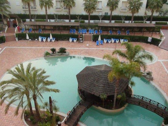 Estival Park Salou: вид на бассейн