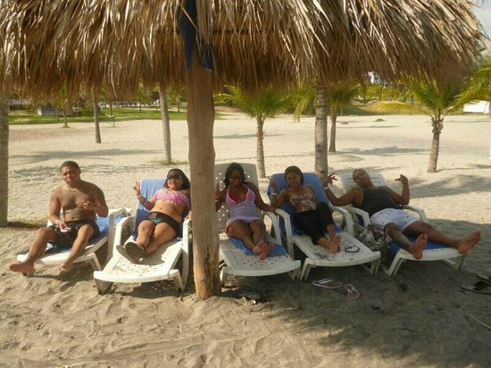 Hotel Playa Blanca Beach Resort: Con mis amigos en la playa