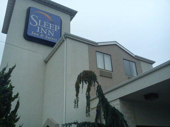 Sleep Inn & Suites Lancaster County: outside