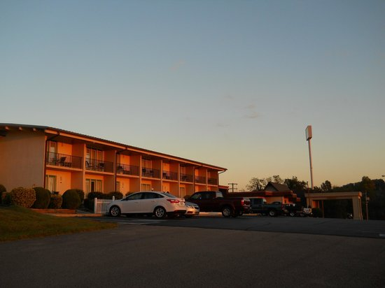 Baymont Inn & Suites Cookeville : Dawn at the Alpine