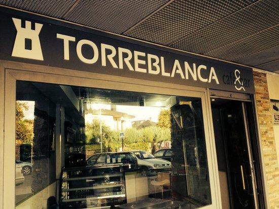 Cafe & Bar Torreblanca: Exterior de la cafetería