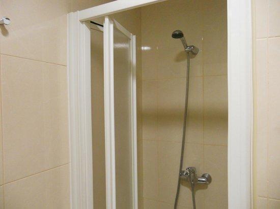 Stay Hotel: Shower