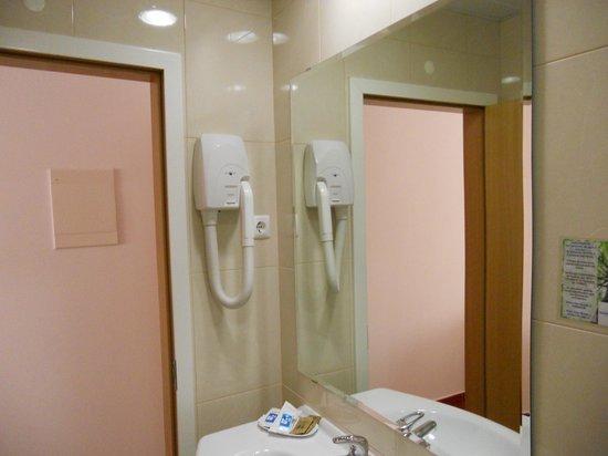 Stay Hotel: Bathroom