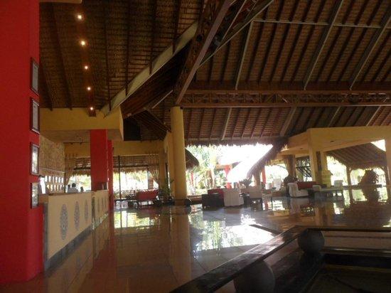 Tropical Princess Beach Resort & Spa: Recepción / Lobby