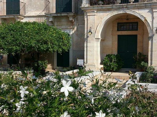 Villa Aguglie : Il giardino dei profumi