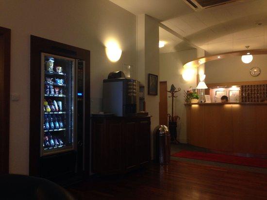 Cloister Inn Hotel: Hall accogliente!