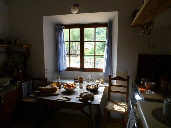 Robert Graves House : Breakfast table