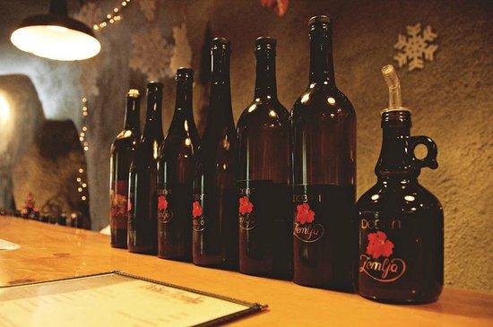 Dobra Zemlja Winery : Bottle Line-Up