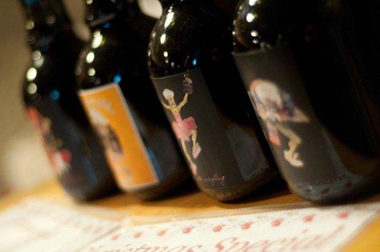 Dobra Zemlja Winery: Milan Ruz Jugs