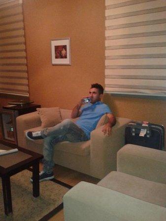 Ramada Ankara: living room Mustafa