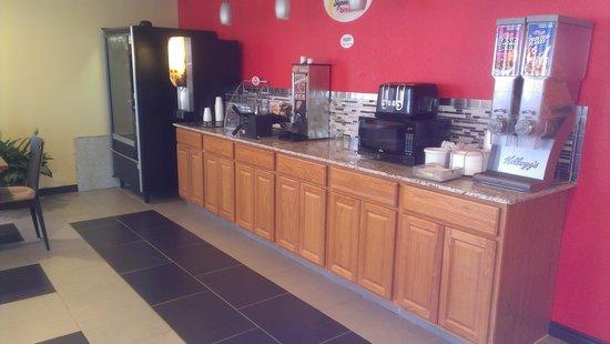 Super 8 Henryetta: New breakfast area