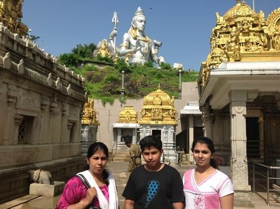 Marundeeswarar Temple: big shiva