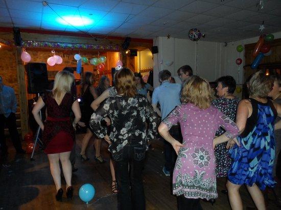 Winstons Bar & Restaurant: Dancers
