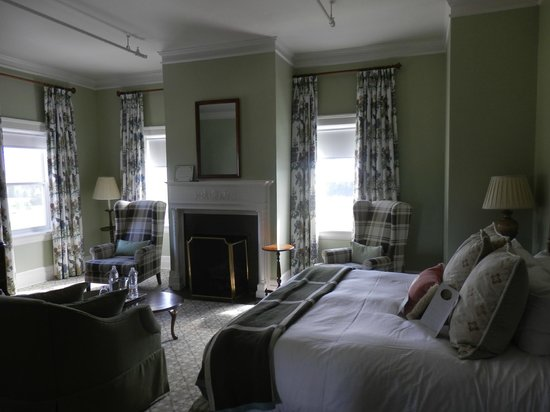 Corner Vista Room Mount Washington Hotel