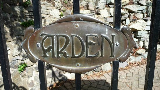 Arden House: Front Gate