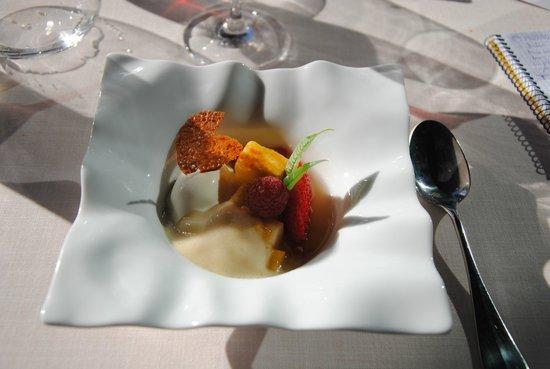 Alameda: Ensalada de frutas caramelizadas con sopa de melón y menta
