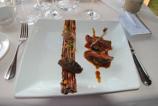 Alameda: Pichón asado con tosta de sus higaditos y mole negro