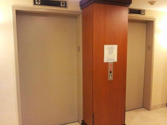 Fairfield Inn & Suites Raleigh-Durham Airport/RTP: Elevator, first floor