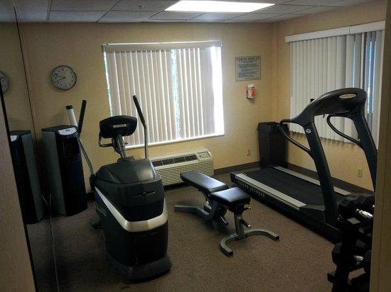 Fairfield Inn & Suites Raleigh-Durham Airport/RTP: Very small gym