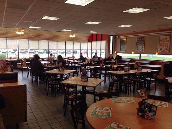 Frisch's Big Boy : Large Dining Room