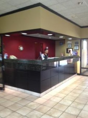 Quality Inn: Updated Lobby