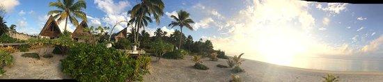 Aitutaki Escape: Sunset wedding vows