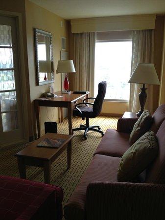 Anaheim Marriott Suites: Living Room Area