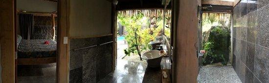 Aitutaki Escape: Panoramic view of bed, bath, shower.