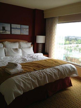 Anaheim Marriott Suites: Bed