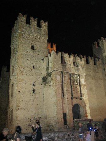 Trattoria Scala: Castello Scaligero visto dal locale