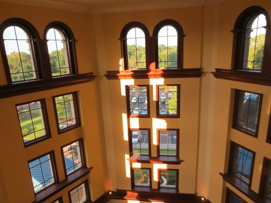Marriott Shoals Hotel & Spa: looking out over lobby