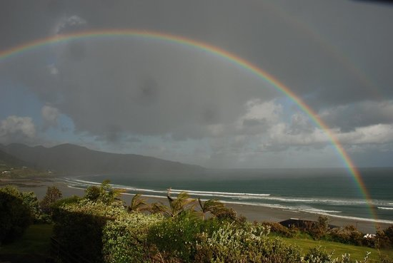 Ahipara Bay Motel: Rainbow from our balcony.