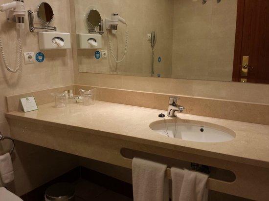 Holiday Inn Madrid - Calle Alcala: BAÑO