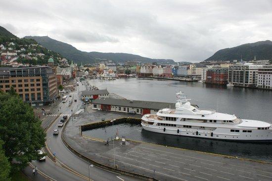 Rosenkrantz Tower - Bymuseet i Bergen : Вид на бухту и набережную Брюгген
