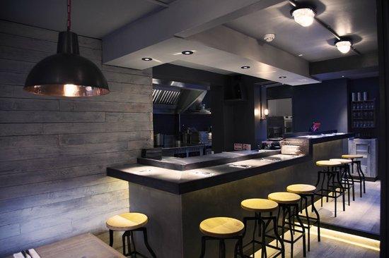 64 Degrees: restaurant interior