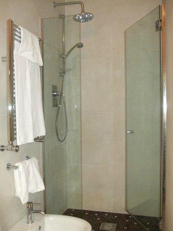 Trevi B&B Roma : Ensuite bathroom