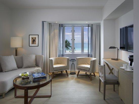 Hotel Victor: King Suite Living Room