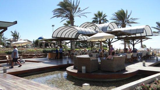 TUI SENSIMAR Pioneer Beach Hotel by Constantinou Bros: The beach bar restaurant