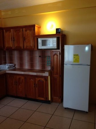 Mike's Holiday Resort: kitchen 2