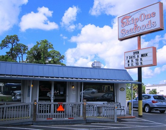 Front of restaurant picture of skip one beach seafoods for Fish restaurant fort myers