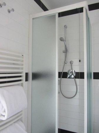 Hotel Duomo Firenze: modern shower