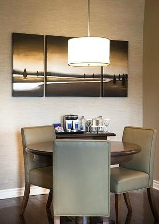 DoubleTree by Hilton Hotel Gatineau-Ottawa: Deluxe Suite