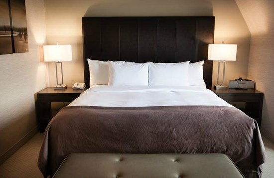 DoubleTree by Hilton Hotel Gatineau-Ottawa: Queen bed deluxe room