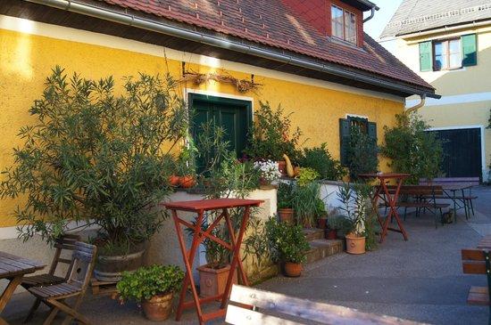 Bio Weingut Warga-Hack Sudsteiermark: Innenhof des Weinguts