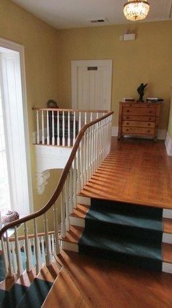 Denaut Mansion Country Inn: upper hallway