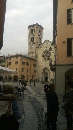 Basilica di San Fedele : scorcio di p.za San Fedele con l'omonima Basilica