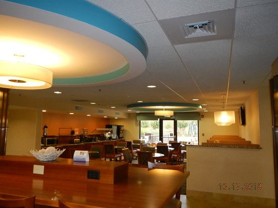 BEST WESTERN PLUS Wilmington/Wrightsville Beach : breakfast seating area